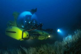 Underwater Submarine Searching Seabed